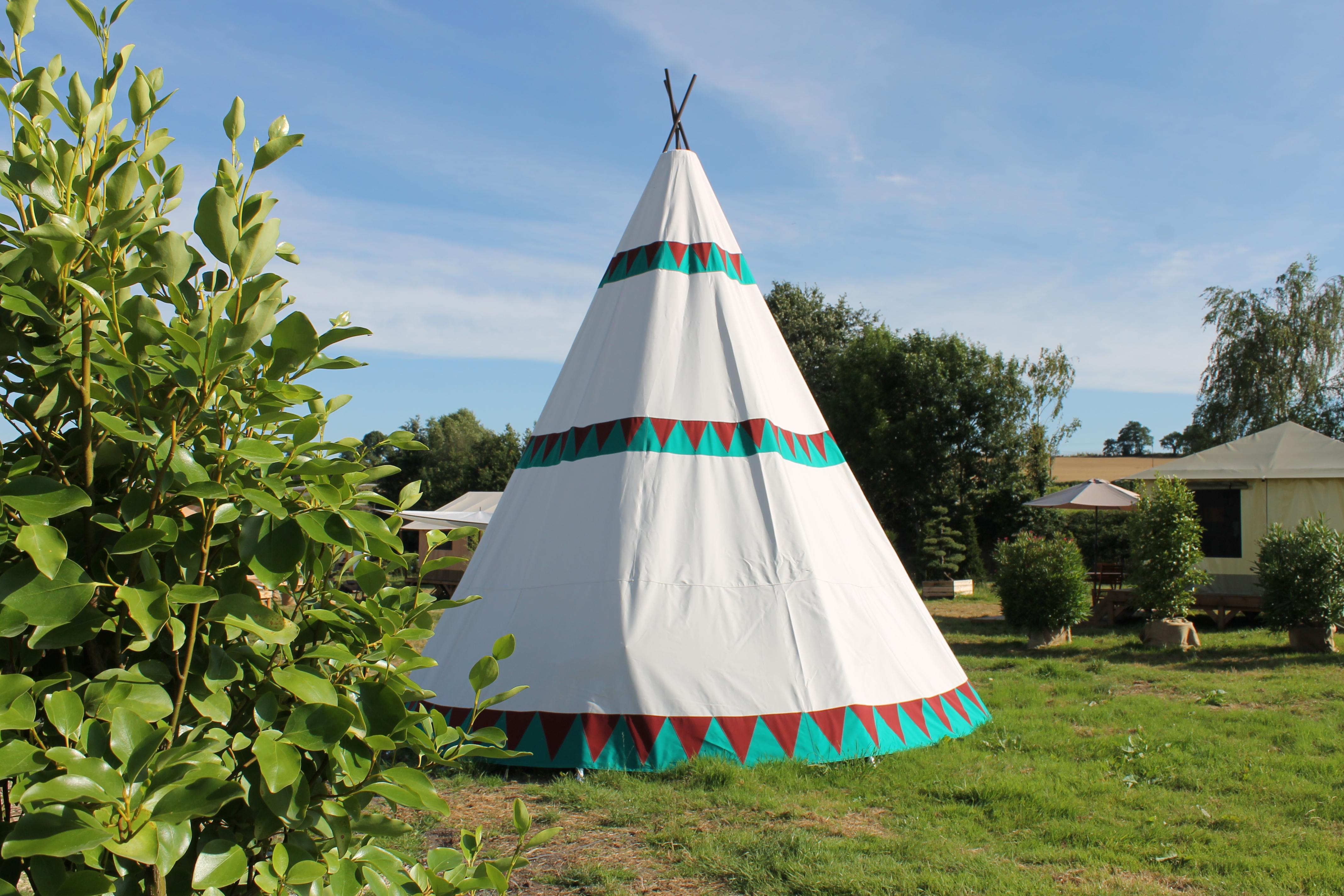 construire un tipi indien la cabane de mon petit indien construire un tipi latoilescoute. Black Bedroom Furniture Sets. Home Design Ideas