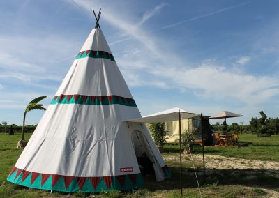 Tipi 3/4 front view