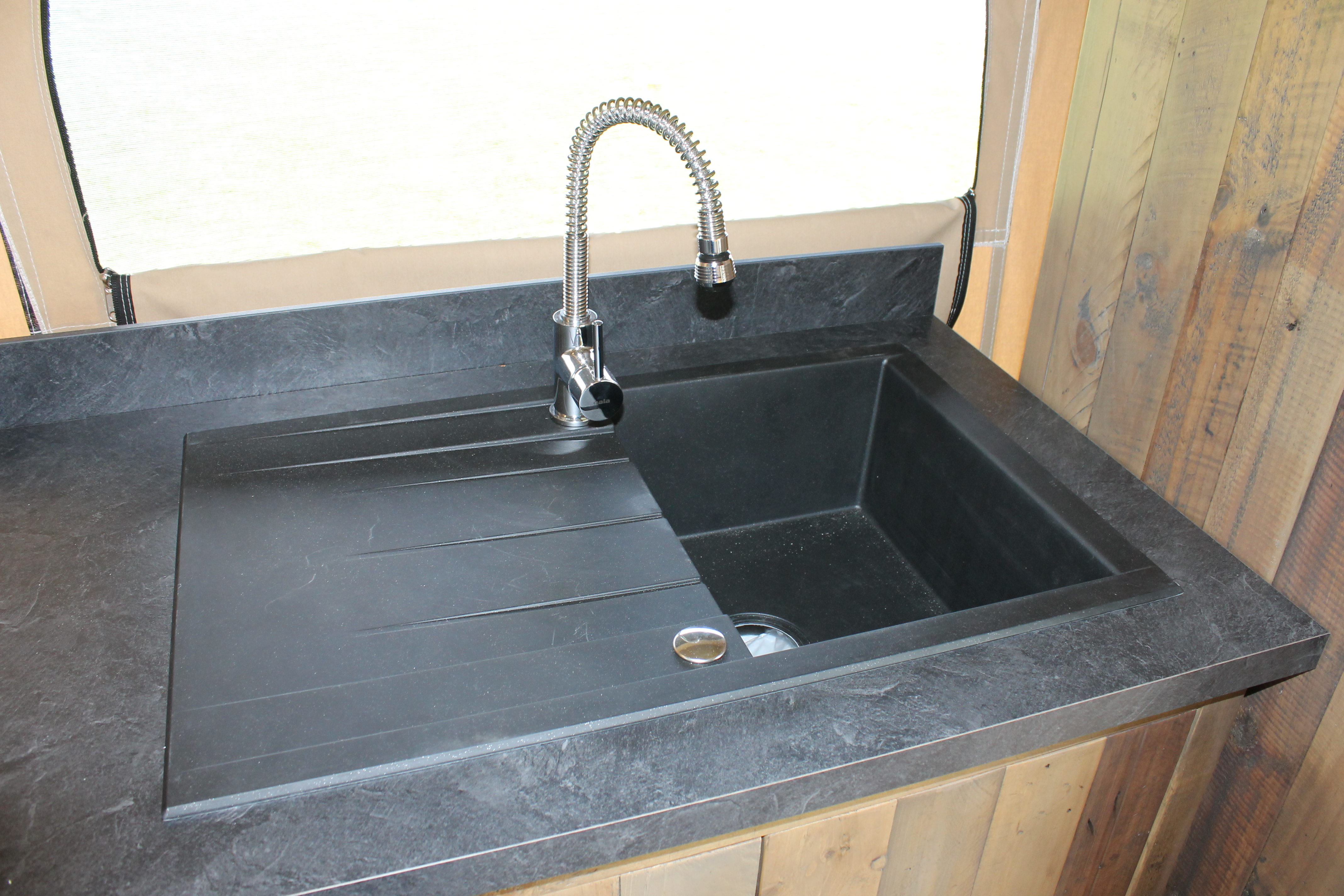 lodge kenya vintage trigano hpa. Black Bedroom Furniture Sets. Home Design Ideas